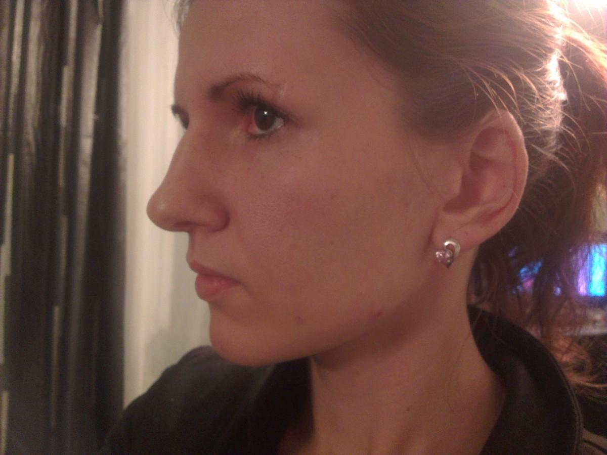 Длинный нос с горбинкой прическа фото