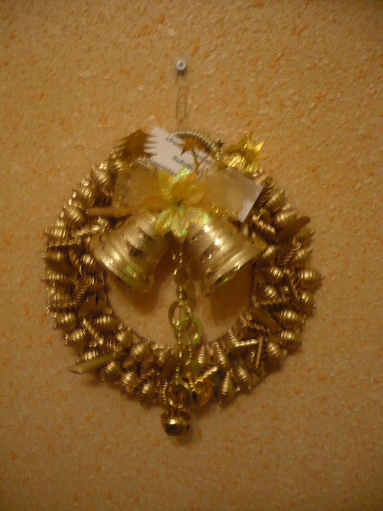 Венок новогодний из макарон 33